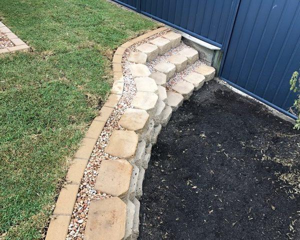 Garden retaining wall with steps - Sunshine Coast